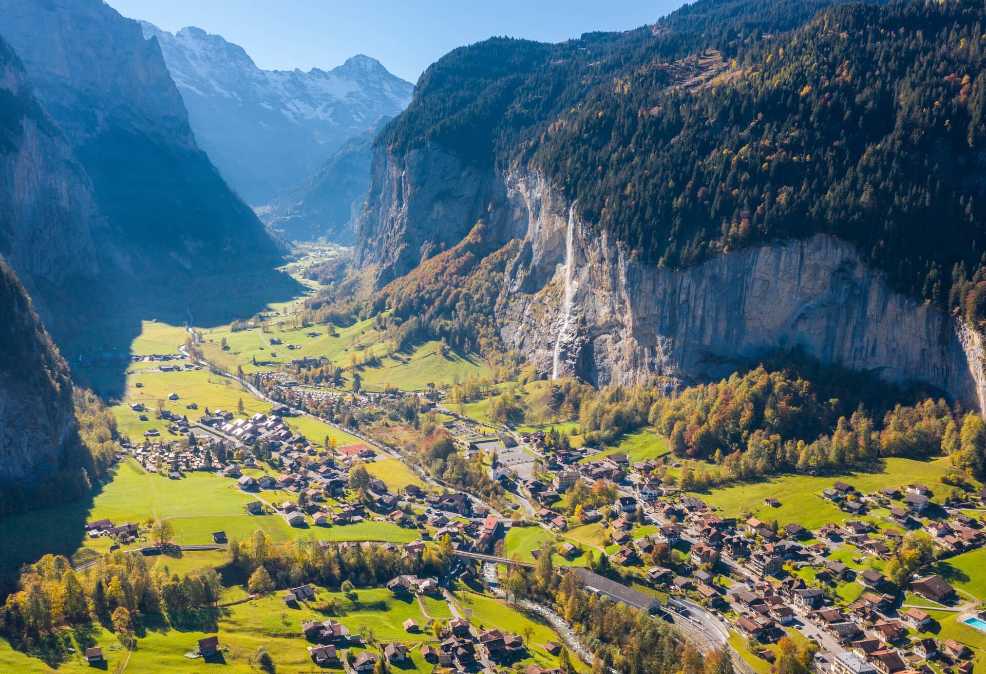 Вражаючий вид на пейзаж Швейцарії.